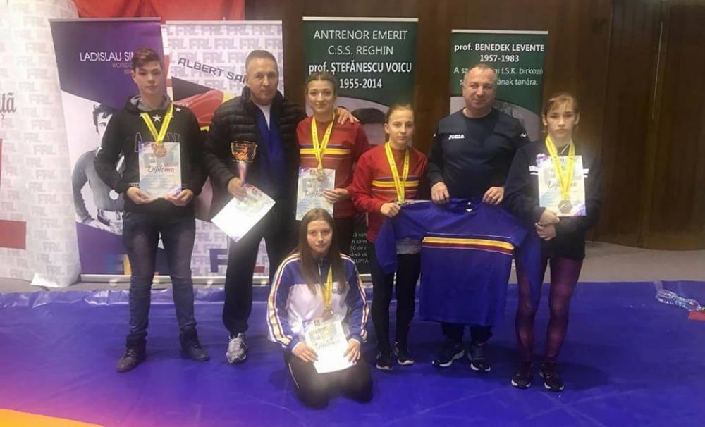 Luptătorii au luat medalii la Târgu Mureș. CSM Craiova, pe primul loc la fete
